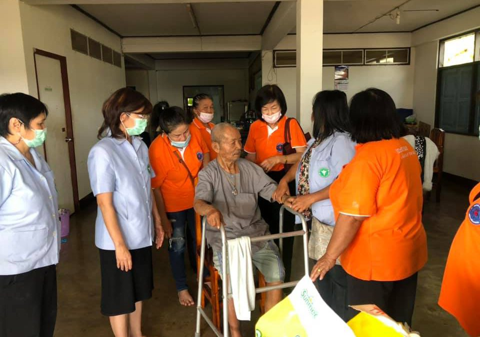 กองสาธารณสุขและสิ่งแวดล้อม ออกเยี่ยมผู้สูงอายุและผู้ป่วยติดเตียง (ชุมชนโพนบก)