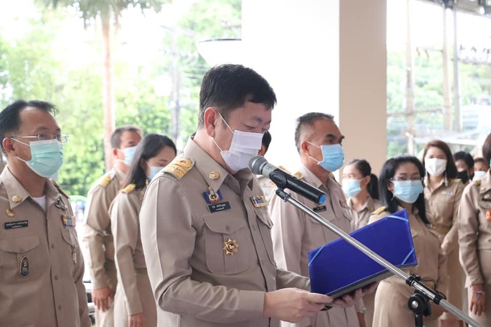 นายกเทศมนตรีเมืองนครพนม นำข้าราชการในสังกัด ร่วมพิธีลงนามถวายพระพร 3 มิถุนายน 2564