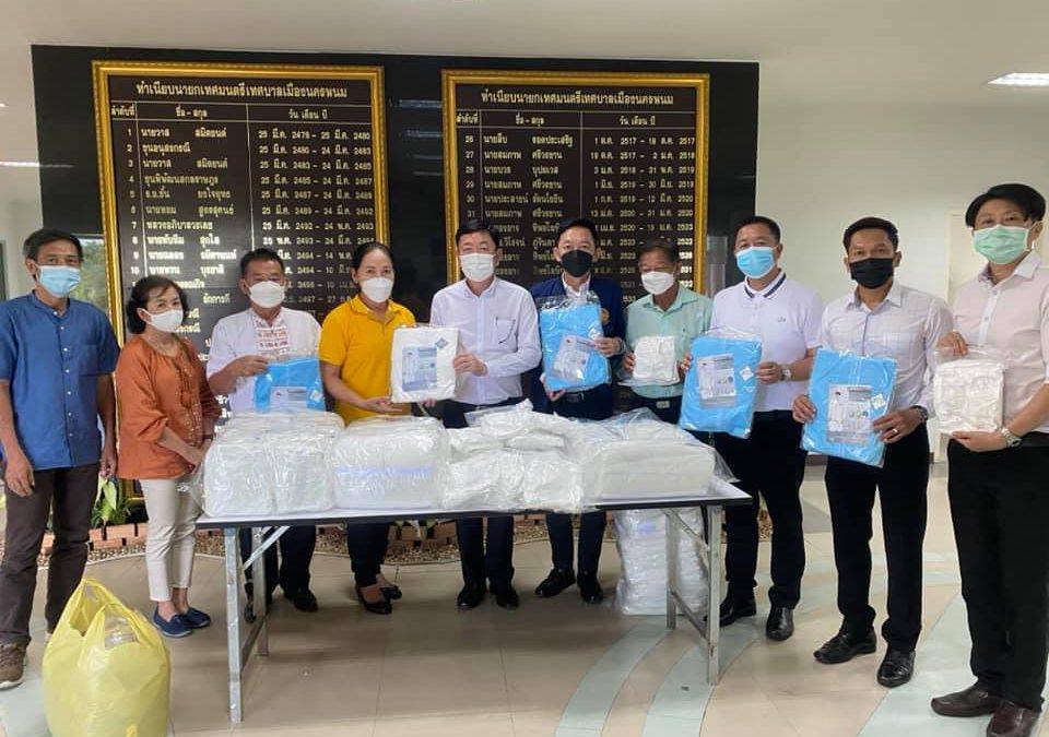 เทศบาลเมืองนครพนม รับมอบชุด PPE
